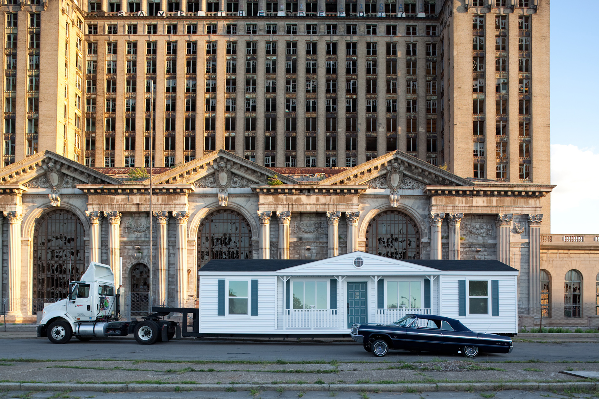 Mobile Homestead in front of the abandoned Michigan Central Station, Detroit, 2010